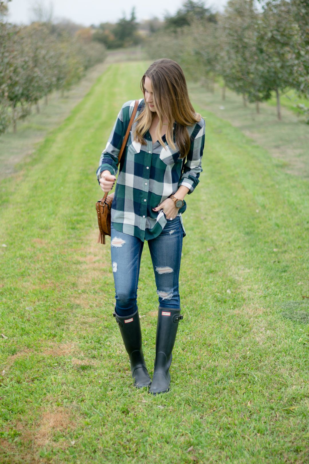 Flannel shirt outfit women  apple orchard outfit plaid shirt outfit women black hunter boots