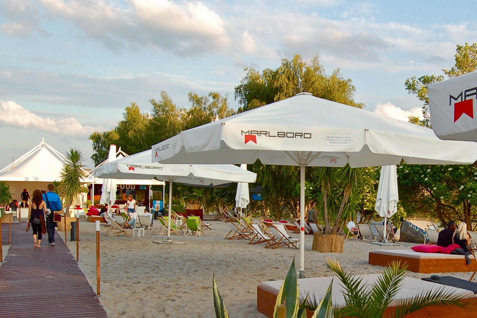 Strandgut Berlin: Strandbar, Restaurant, Clubbing