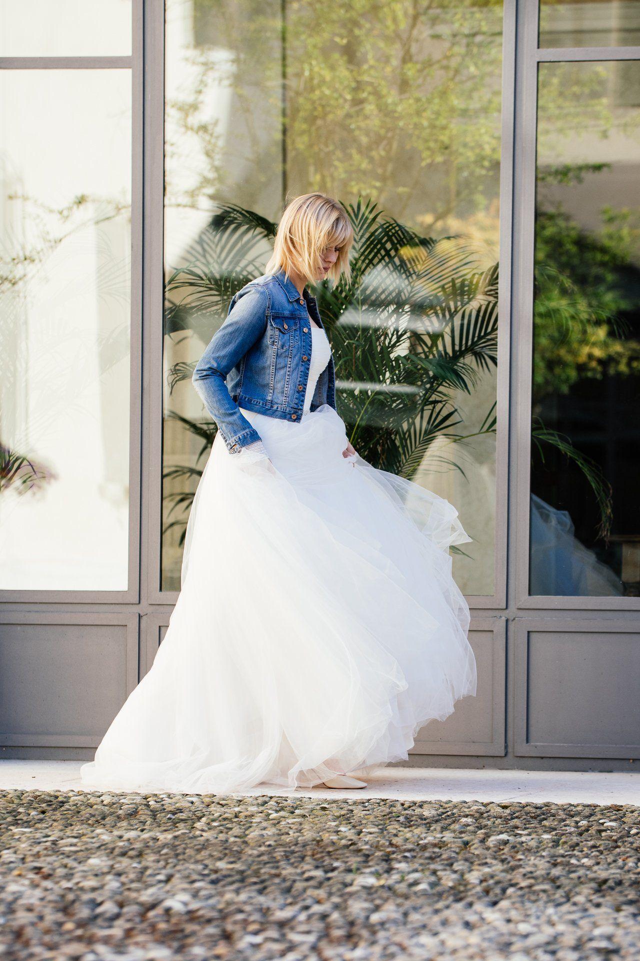 Prinzessinnen Hochzeitskleid mit Jeansjacke - diese Kombi lieben wir ...
