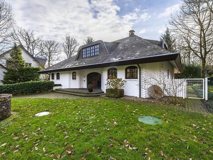 Villa mit Tiefgarage für Oldtimer Engel & Völkers Property Details | W-02306Z - ( Germany, Northrhine-Westphalia, Mönchengladbach, Wickrath )
