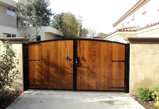 Wood Fencing and Gate Contractor Orange County CA Residential
