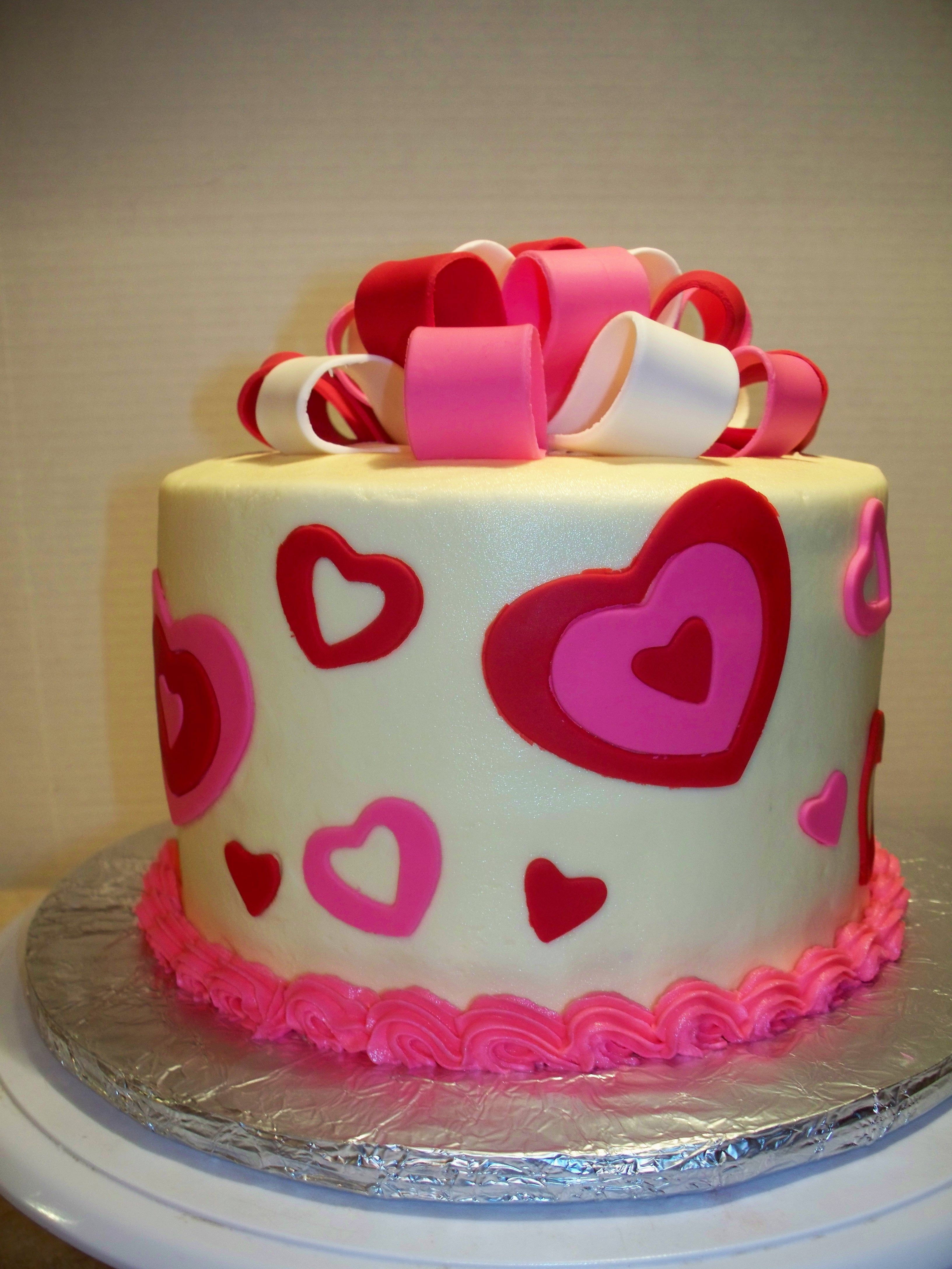 Valentines day cake Buttercream With fondant accents and gumpaste