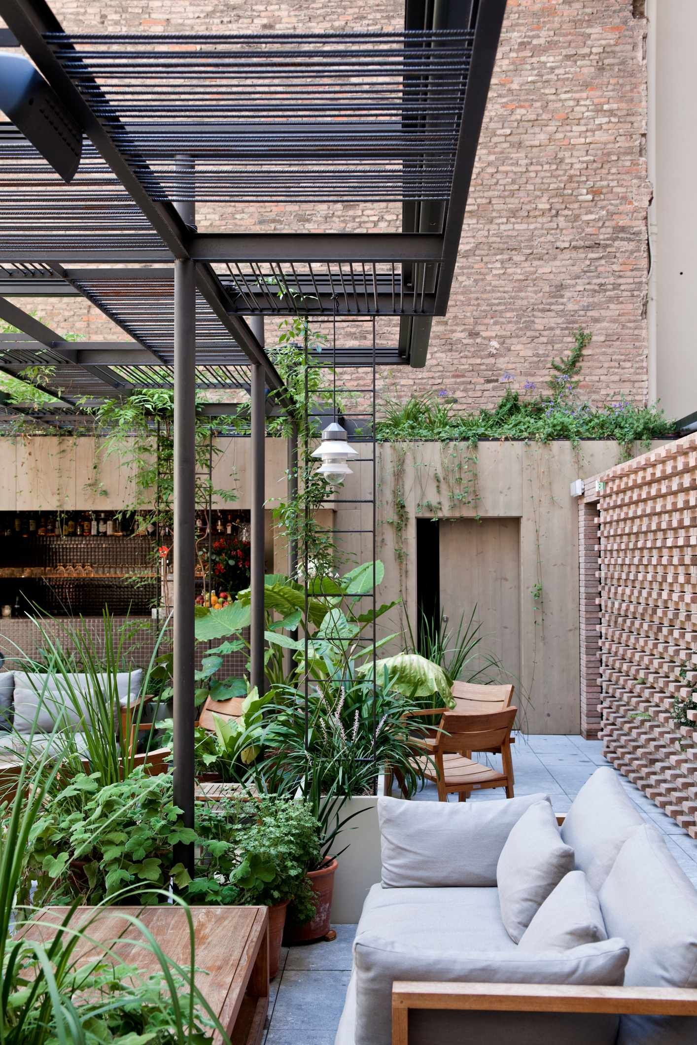 Pool terrace at Hotel Alexandra Barcelona From Hviitblogg