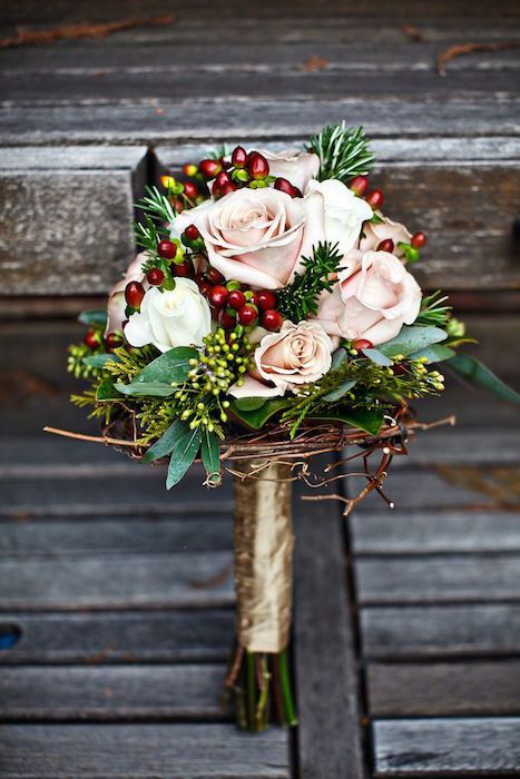 7 Winter Wedding Bouquets #christmasweddingideas