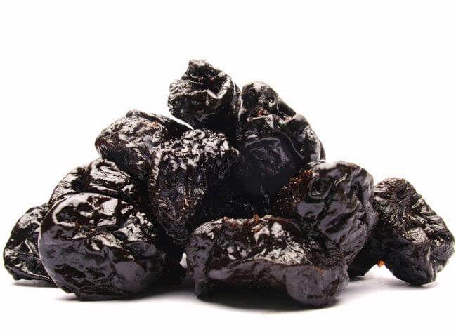9 Alimenti da Mangiare per Emorroidi Prevenzione: Da Papaya a Prunes