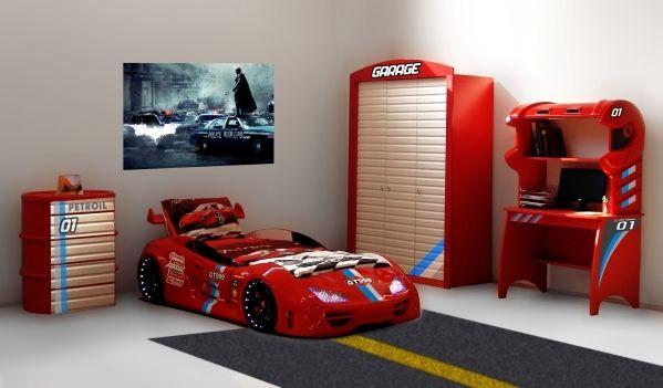 Auto Kinderzimmer ~ Teiliges kinderzimmer besteht neben einem autobett aus einem