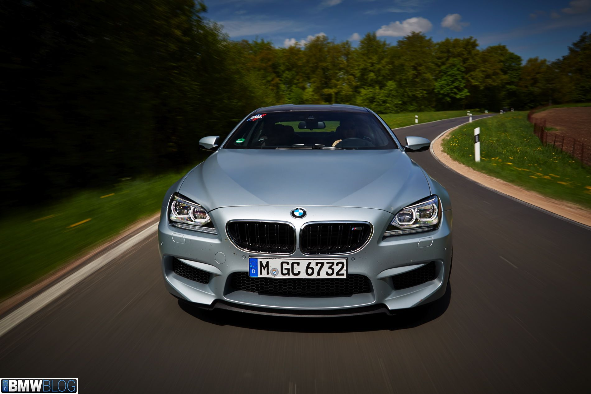 Drag Race: Tuned BMW F10 M5 vs. stock BMW M6 Gran Coupe with 305 km/h limiter - http://www.bmwblog.com/2014/12/16/drag-race-tuned-bmw-f10-m5-vs-stock-bmw-m6-gran-coupe-305-kmh-limiter/