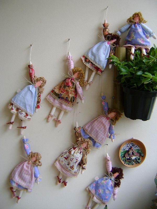 Menininhas penduradas - Jullie Annie Dolls