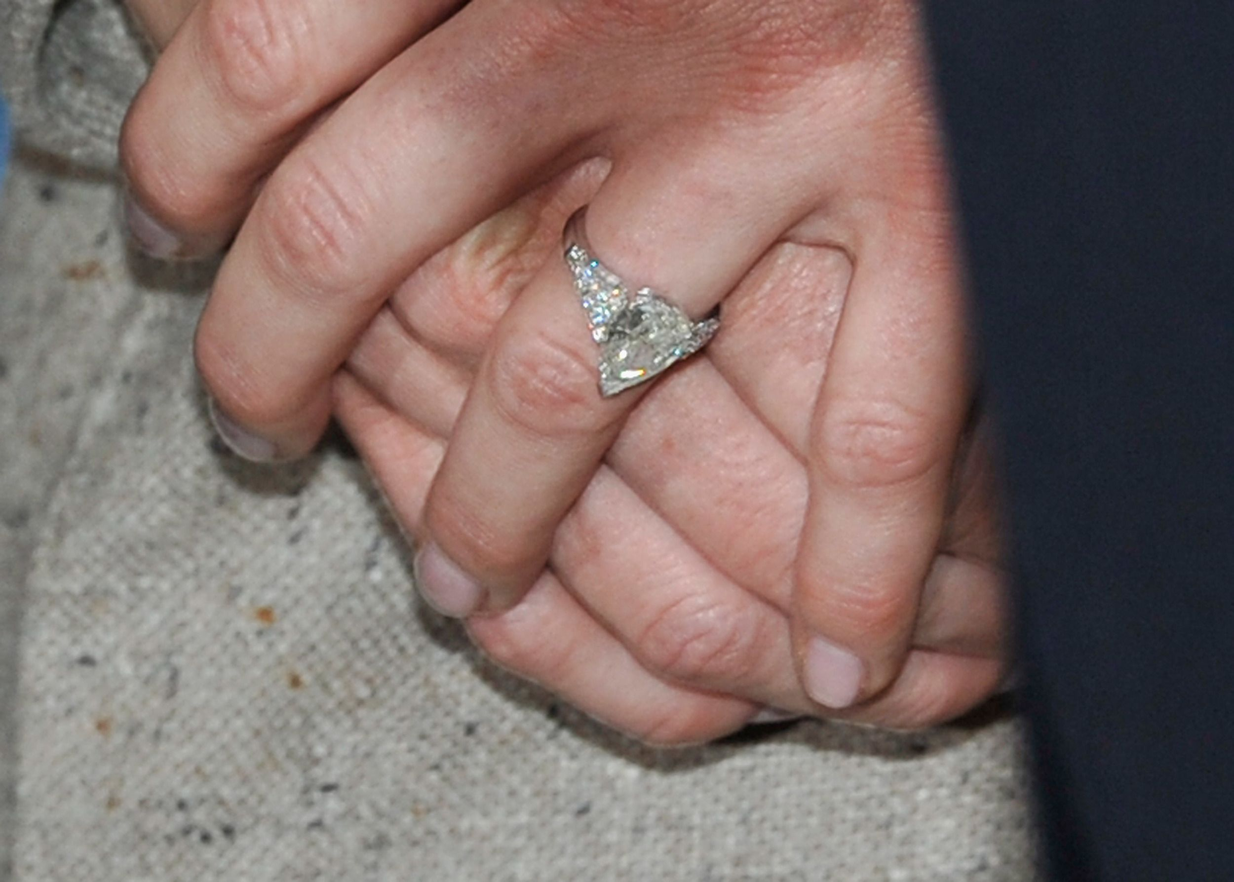Closer look at Princess Eugenie\'s engagement ring reveals striking ...
