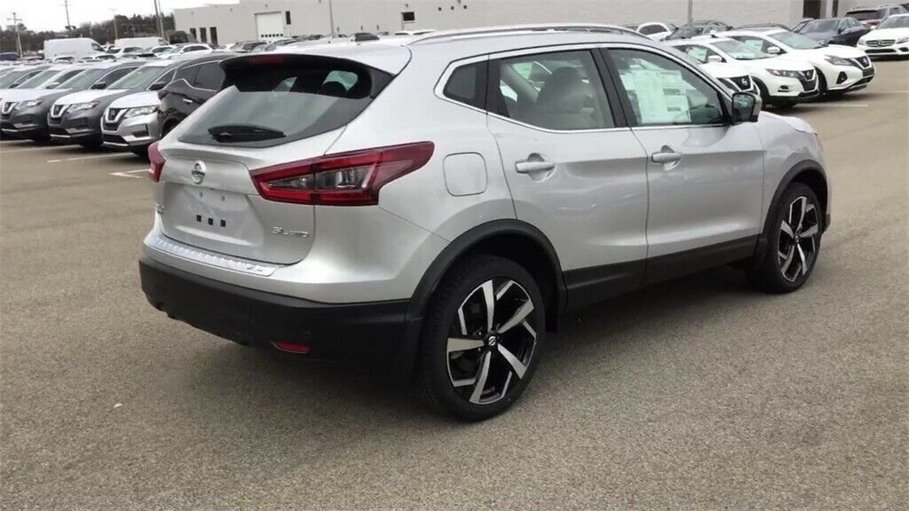 Used 2020 Nissan Rogue Sl Brilliant Silver Metallic Nissan Rogue Sport With 0 Available Now 2020 Is In Stock And For Sale Mycarboard Com Nissan Rogue Sl Nissan Rogue Nissan