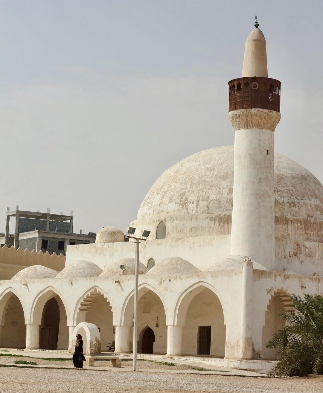 This Six Hundred Year Old Mosque In The Heart Of Al Hasa Offers The Chance To Experience A Slice Of Traditional Arabia R Mosque Hundred Years Old In The Heart