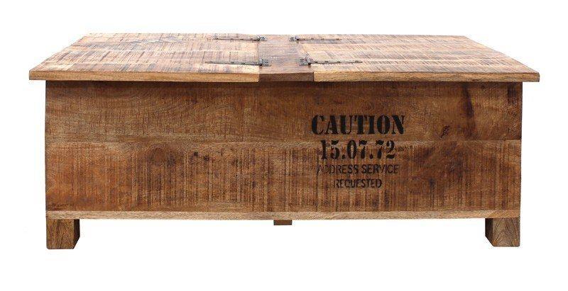 Raw Sofabord - Dette rustikke og rå sofabord gemmer på et stort hulrum under bordpladen, så du kan opbevare magasiner og andet godt. Bordpladen er todelt, så hver del fungerer som låg, der blot kan åbnes op og dermed giver adgang til det praktiske rum. Bordet er dekoreret med sort tryk, som får ledt tankerne hen på en fragtkasse.