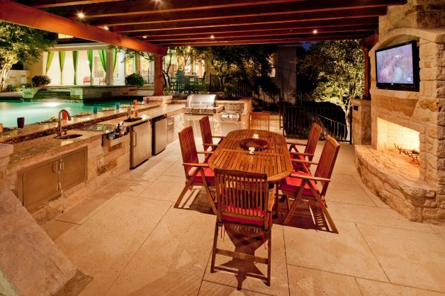 Planning A Functional Outdoor Kitchen Outdoor Kitchen New Homes Outdoor