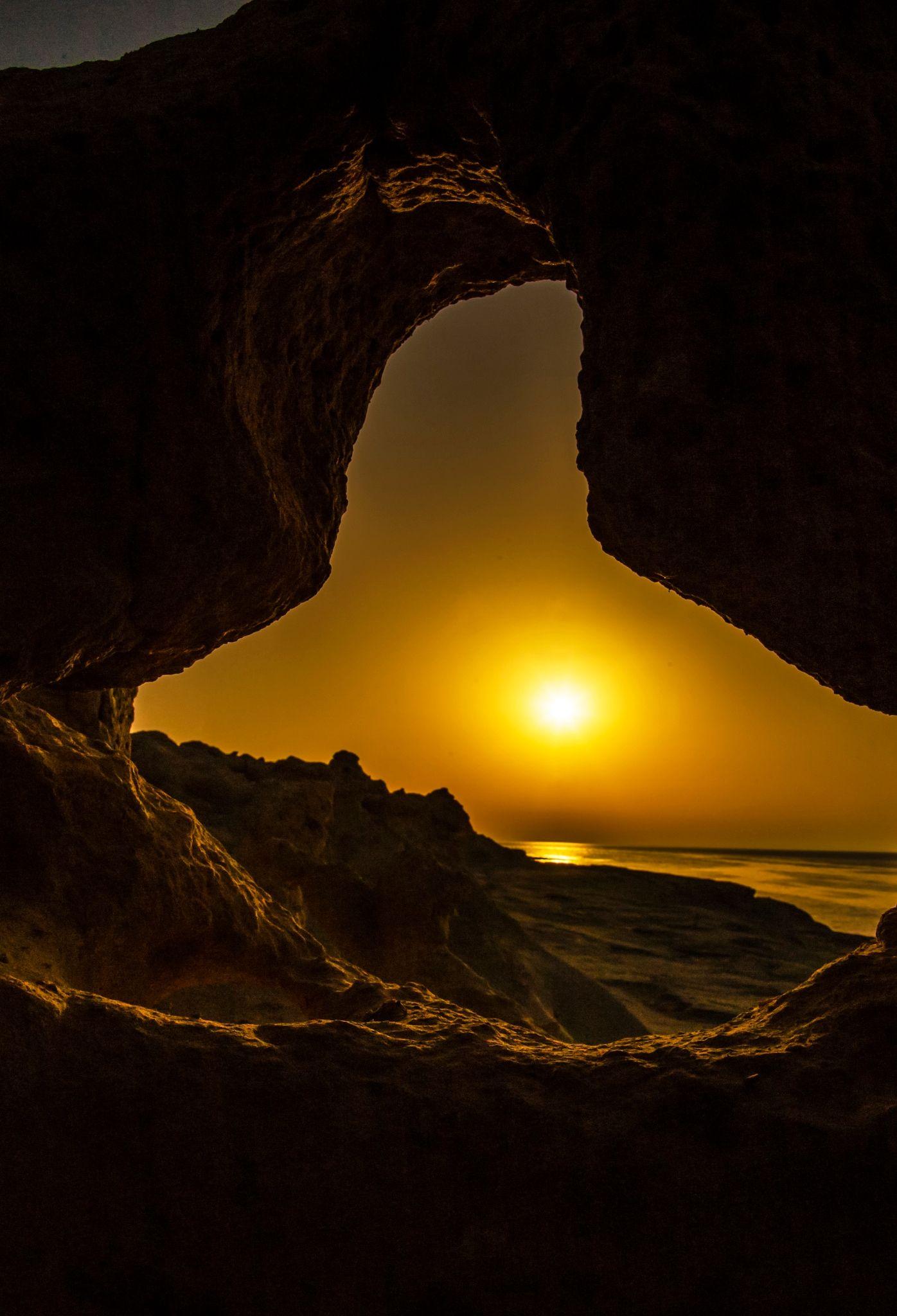 Una finestra aperta sul sole che spalma la sua luce come - Una finestra sul cielo ...