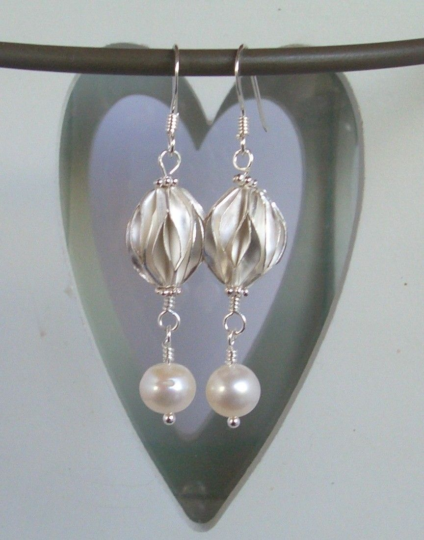 Earrings with pleated fine (97-99%)silver from Karen Hill Tribe, freshwater Pearl & 925 sterling silver. all my earrings can be altered to clip-on.