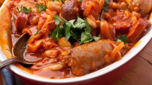 Risultato della ricerca immagini di Google per http://www.itv.com/food/sites/default/files/imagecache/16-9_624x351/sausage-casserole.jpg