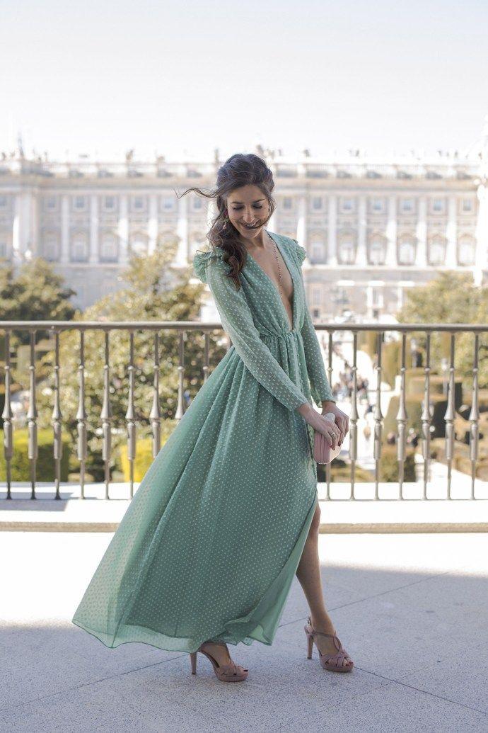 3248c195b Look invitada perfecta boda noche vestido largo plumeti peinado lazo ...