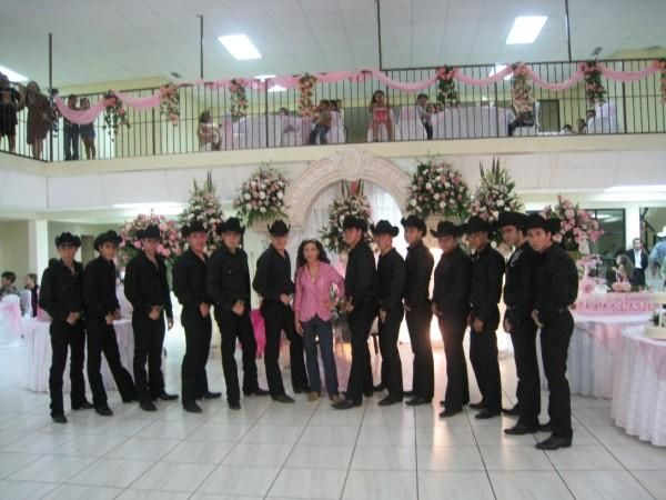 perfect chambelanes outfits vaqueros
