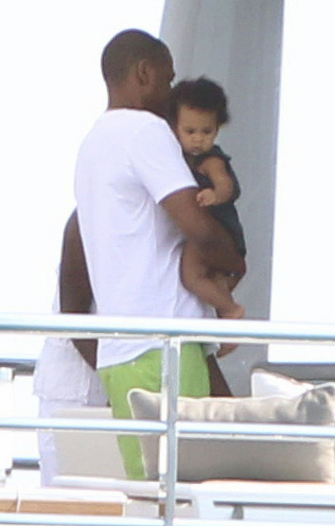 Beyoncé, su marido Jay Z y su hija Blue Ivy navegando en el mediterraneo por el cumpleaños numero 31 de la cantante.