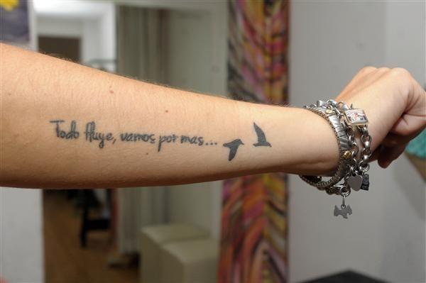 Frase Todo Fluye Vamos Por Mas Y Aves Volando Tatuajes Frases