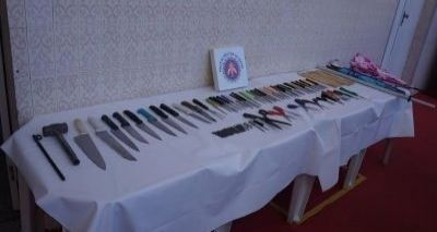 Notícias: Carnaval de Salvador: Centenas de armas brancas sã...
