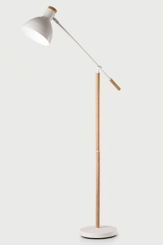 Cohen Stehlampe In Eiche Und Weiß. Das Natürliche Holz Und Die Helle Farbe  Schaffen Einen