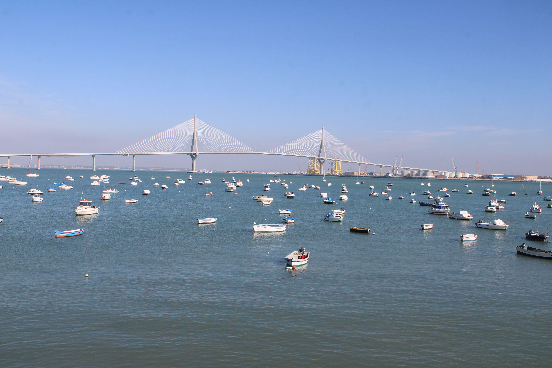 puente de la Constitución de 1812 desde el barrio de Puntales en Cádiz