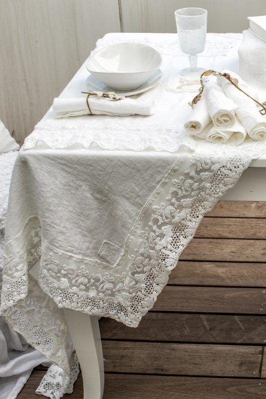 Arte Pura design tafelkleed met PT kantrand 100 linnen