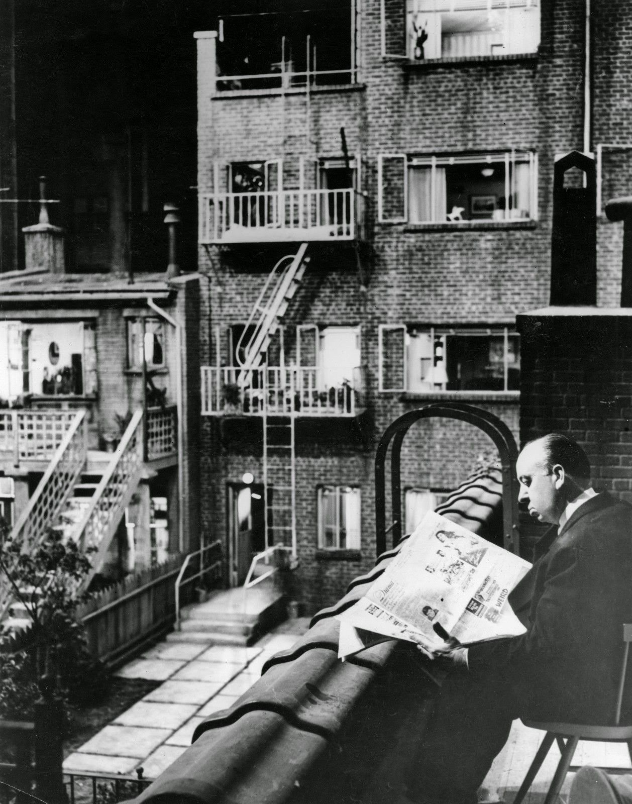20 Interesting Behind The Scenes Photos Of Alfred Hitchcocks Rear Window 1954