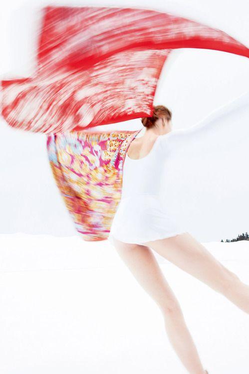 """Twirling: """"Fleurs et Papillons de Tissus"""" scarf in silk. Hermès"""