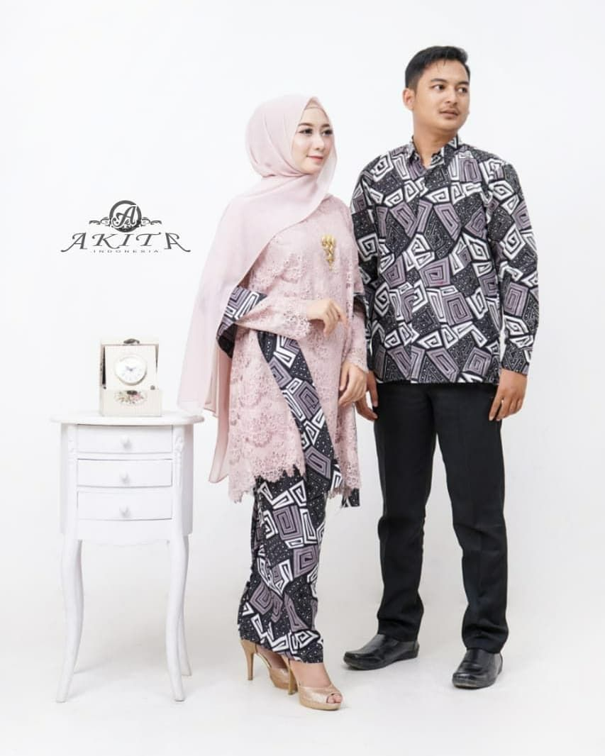 Desain Baju Batik Modern Berpasangan Hijab di 8  Model pakaian
