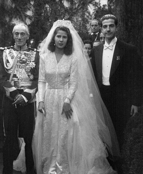 Así Era La Duquesa De Alba Popular Y Peculiar Aristócrata Española Que Falleció Hoy Crhoy Com Vestidos De Boda Real Boda De Hollywood Bodas De Celebridades
