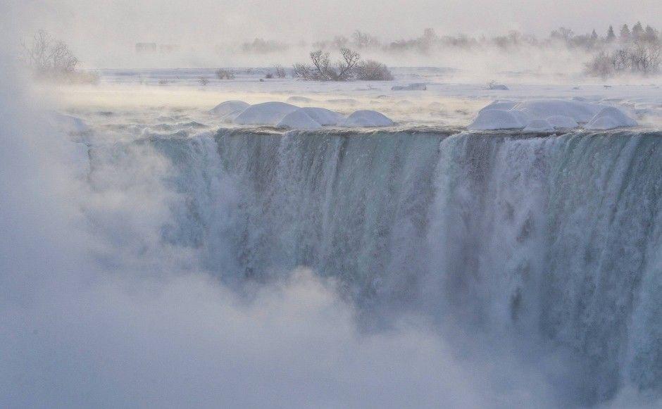 Tiefgefrorene Niagara-Fälle: Zu Eis erstarrt Photo © AP
