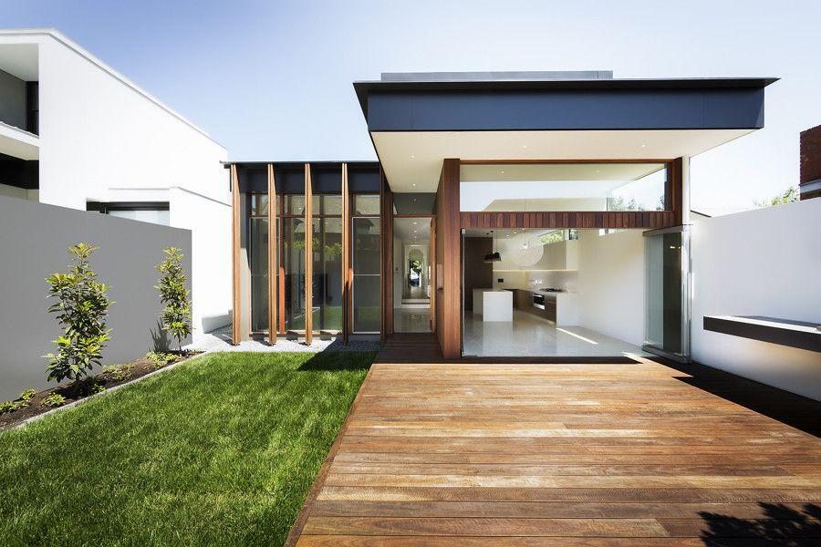 Resultado de imagem para casa terrea Fachada com deck de madeira