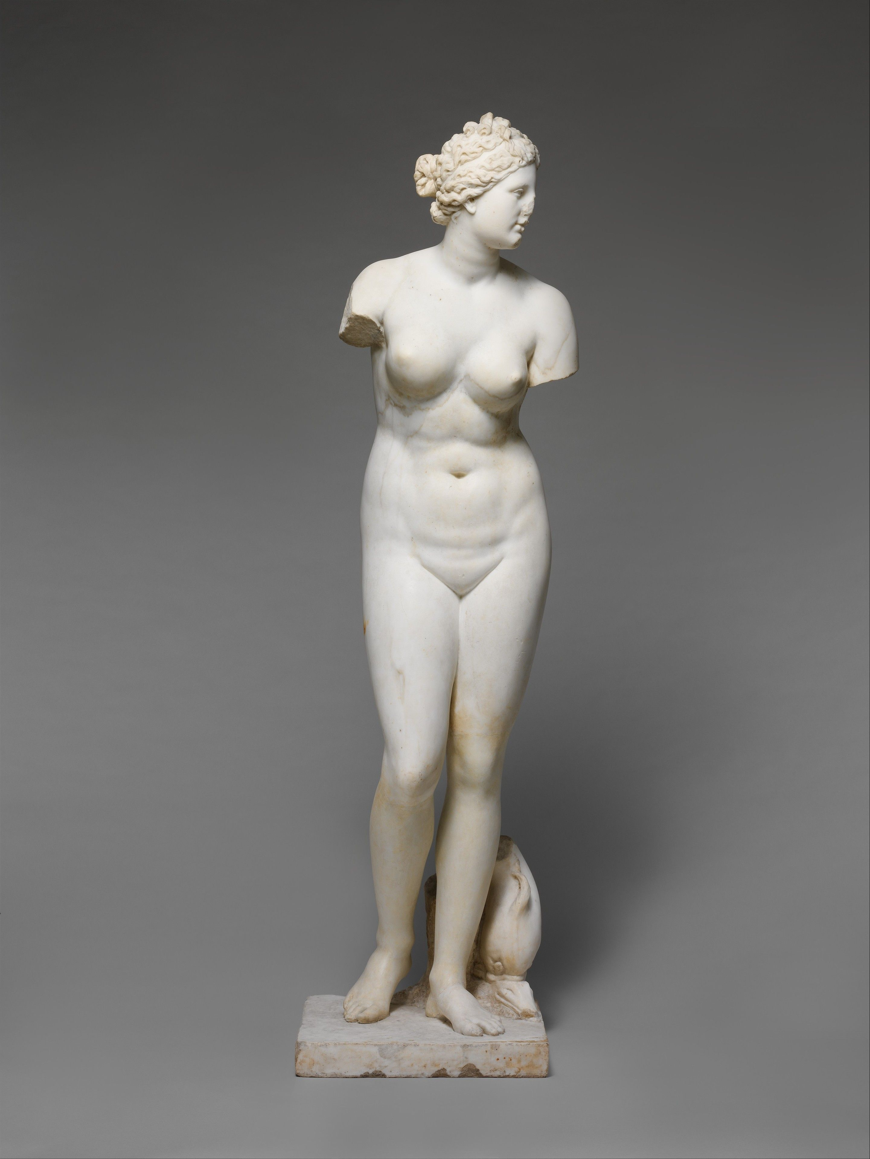 greek statue woman no arms marble statue of aphrodite roman imperial