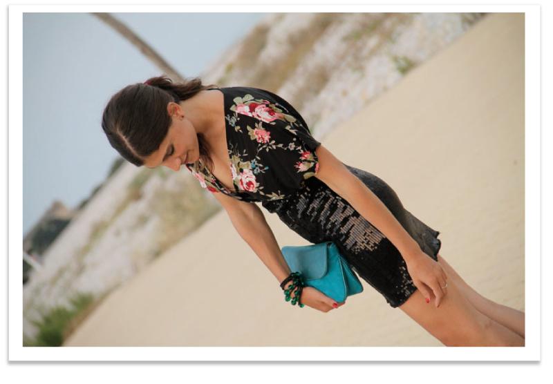 falda lentejuelas negro - camiseta estampada & bolso azul