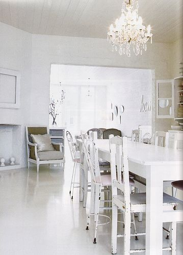 White, modern dining room! White glossy lacquer dining table | Home ...