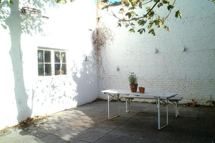 Remodelista On Tuesday S Martha Stewart Show Remodelista White Brick Walls Garden Table Outdoor Dining Table