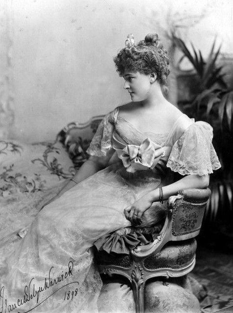 Victorian Fashion - 1897 to 1898