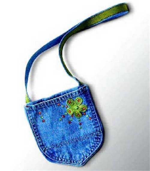 What a fun, simple, idea! I know some little girls who would love this purse. >> Free Purse Pattern - Denim Pocket Purse
