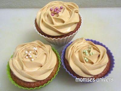 Momses Univers: Momses cupcake-surprise med karameltopping