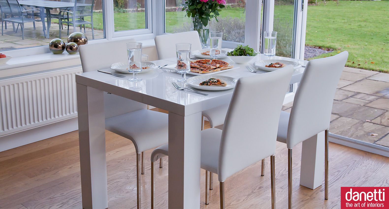 The Fern White Gloss Dining Table Has A High Gloss Pure White Surface Which Reflects Light Au 4 Seater Dining Table Modern Dining Room Modern Dining Room Set