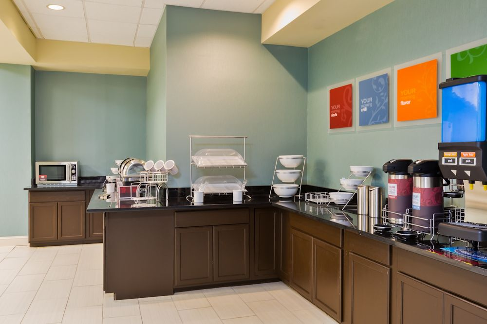Breakfast Is Served At The Comfort Inn Suites Bwi Airport