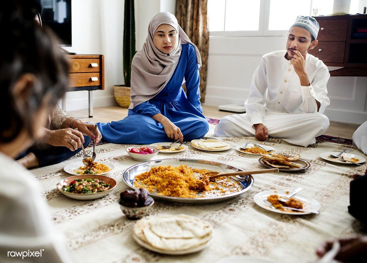 Download premium image of muslim family having dinner on