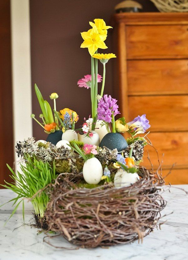 Ostern Deko basteln Nest Eier Blumen arrangieren | Ostern ...