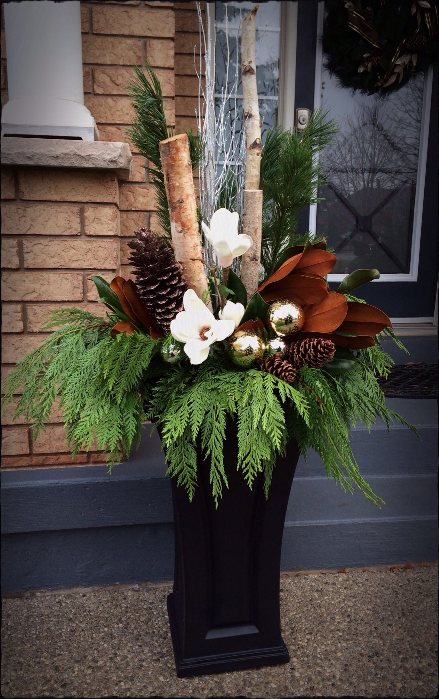 Outdoor christmas floral arrangement jardin pinterest for Arrangement floral exterieur