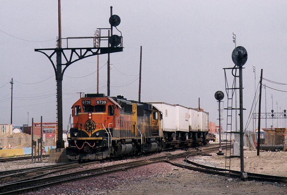 BNSF 6739 at Hobart Yard, CA | Everything Trains Trolleys