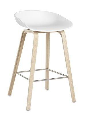 En+barstol+skal+være+god+å+sitte+i,+og+det+er+denne!Barstolen+AAS+32+About+a+stool+er+i+samme+serie+som+den+populære+About+a+chair+AAC+22+stol+. Skall:+Hvit+Polypropylene.Base:+Solid+Eik Høy:+50+x+D+46+x+Sittehøyde+75+cm,+total+høyde+86+cm+(+På+lager+til+omgående+levering+) Lav:+50+x+D+43+x+Sittehøyde+65+cm,+total+høyde+76+cm+(+På+lager+til+omgående+levering)