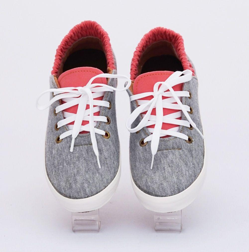 Sepatu Casual Bertali Warna Abu Ada Karet Bagian Belakang Bahan
