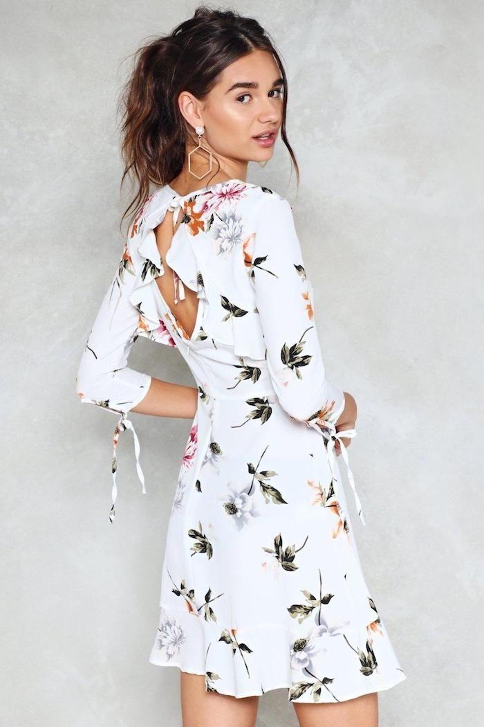 902391a20ac Cool idée robe légère été 2018 tendance robe droite fluide cool idée  comment s habiller pour l été robe blanche fleurie avec manche mi longue